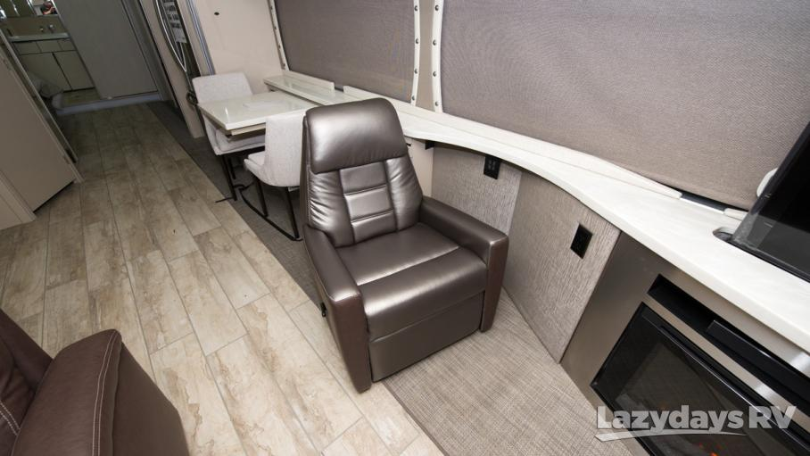2018 Winnebago Horizon 42Q