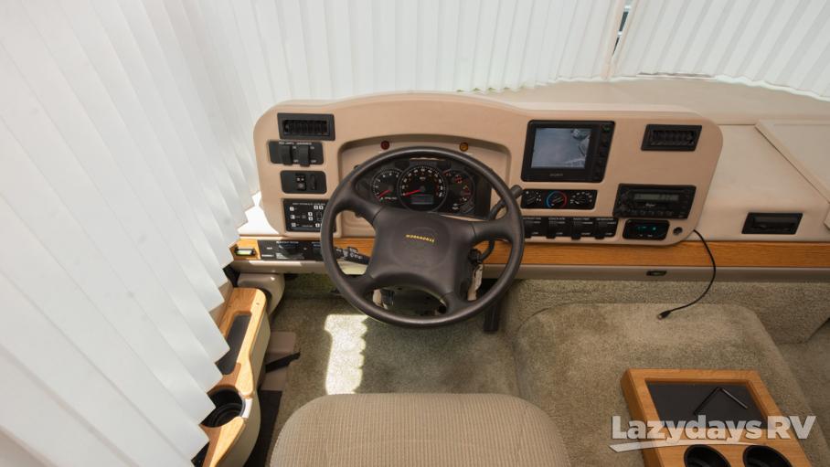 2004 Winnebago Adventurer 33V