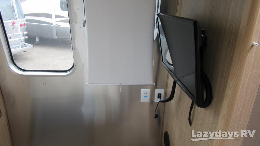 2018 Airstream Flying Cloud 28RBQ