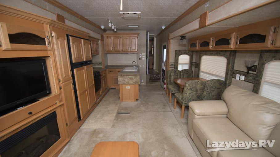 2005 King of the Road Royal Villa R36RL