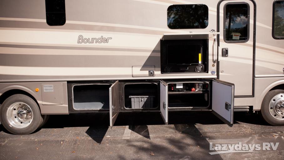 2016 Fleetwood RV Bounder 35K