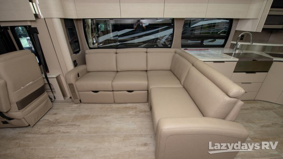2020 Winnebago Horizon 42Q