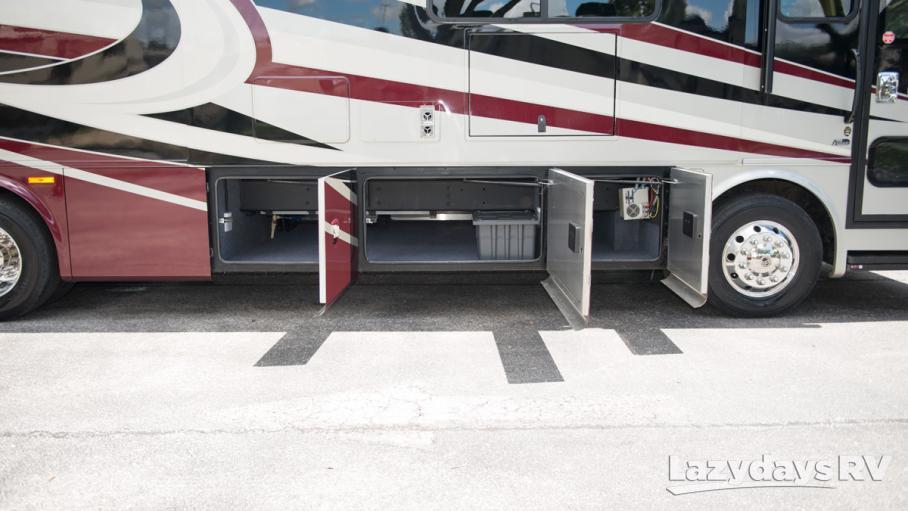 2017 Tiffin Motorhomes Breeze 32BR